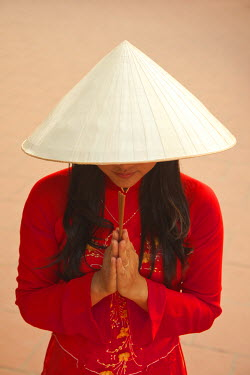 VN02224 Girl wearing Ao Dai dress, Tran Quoc Pagoda, West Lake (Ho Tay), Hanoi, Vietnam (MR)