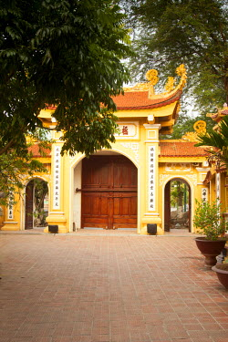 VN02227 Tran Quoc Pagoda, West Lake (Ho Tay), Hanoi, Vietnam (MR)