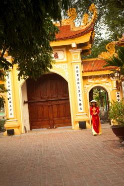 VN02229 Girl wearing Ao Dai dress, Tran Quoc Pagoda, West Lake (Ho Tay), Hanoi, Vietnam (MR)