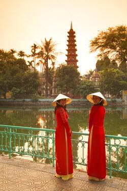 VN02231 Girls wearing Ao Dai dress, Tran Quoc Pagoda, West Lake (Ho Tay), Hanoi, Vietnam (MR)