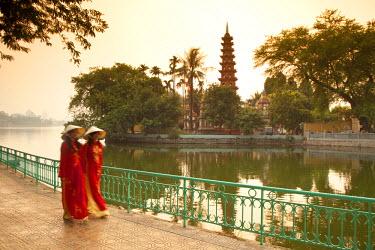 VN02232 Girls wearing Ao Dai dress, Tran Quoc Pagoda, West Lake (Ho Tay), Hanoi, Vietnam (MR)