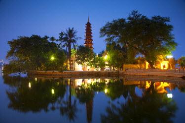 VN02237 Tran Quoc Pagoda, West Lake (Ho Tay), Hanoi, Vietnam
