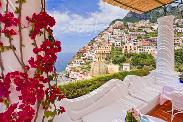 ITA1585AW Italy, Campania, Salerno district, Peninsula of Sorrento, Positano. Hotel 'Le Sirenuse', terrace.