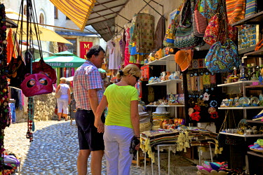 BH01083 Tourists Shopping, Mostar, Bosnia and Herzegovina