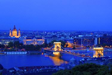 HU01369 Chain Bridge, Four Seasons Hotel, Gresham Palace and St Stephen's Basilica at Dusk, Budapest, Hungary,