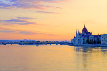 HU01370 Hungarian Parliament Building at Sunrise, Budapest, Hungary