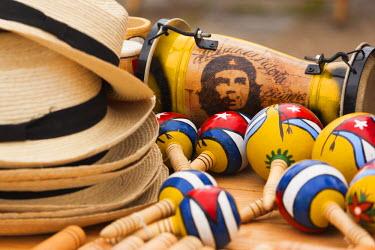 CB01168 Cuba, Pinar del Rio Province, Vinales, Vinales Valley, Cuban souvenirs