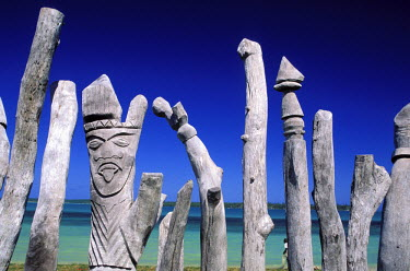HMS082545 New Caledonia, isle of Pines, Saint Maurice Bay, totems