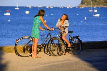 HMS189103 France, Vendee, Ile de Noirmoutier, Le Vieil, young girls cycling