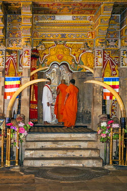 SRI1582 A ritual inside the Temple of the Sacred Tooth Relic is performed three times a day by monks. This temple houses the venerated tooth relic of Lord Buddha, Sri Lanka