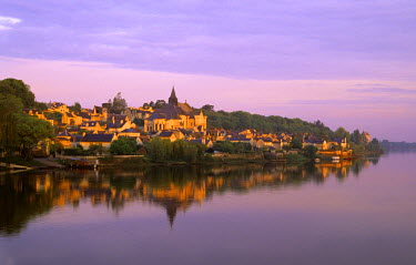 HMS295640 France, Indre et Loire, Loire Valley listed as World Heritage by UNESCO, Candes Saint Martin, labelled Les Plus Beaux Villages de France (The Most Beautiful Villages of France), confluence of the Loir...