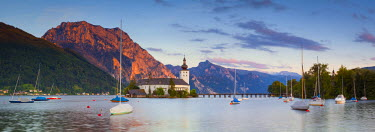 AU04260 Schloss Ort on Lake Traunsee, Gmunden, Salzkammergut, Upper Austria, Austria