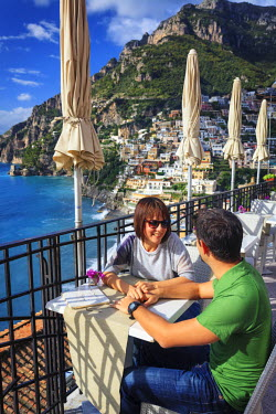 Italy, Amalfi Coast, Positano, outdoor cafe (MR)