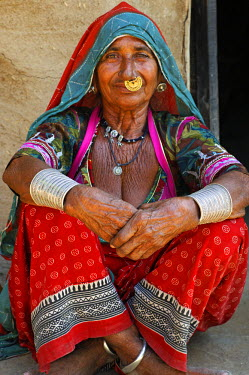 IND6971 India, Rajasthan, Rohet. A Bishnoi woman; the Bishnoi (or Vishnoi) are a distinctive conservation-minded Hindu sect founded in the 15th century who adhere to strict tenets.