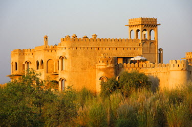 IND6975 India, Rajasthan, Rohet, Mihir Garh. Mihir Garh, or Sun Fort, is a luxury hotel built to resemble a medieval Rajput fortress.