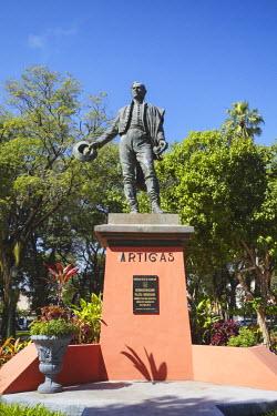 PAR0031AW Statue of Jose Gervasio Artigas in Plaza Uruguaya, Asuncion, Paraguay