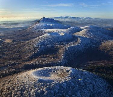 HMS366700 France, Puy de Dome, Parc Naturel Regional des Volcans d'Auvergne (Auvergne Volcanoes Natural Regional Park), Orcines, Puy des Goules, Puy Pariou, Puy de Dome