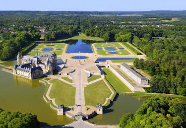HMS460399 France, Oise, the castle of Chantilly (aerial view)
