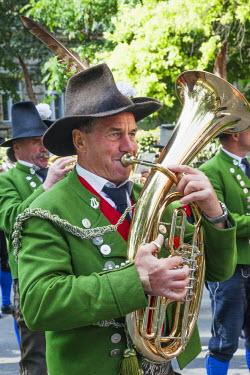 TPX34465 Germany, Bavaria, Munich, Oktoberfest, Oktoberfest Parade, Musician