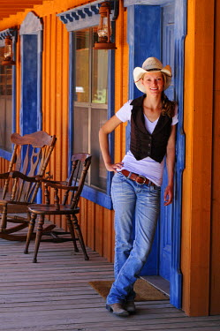 USA8531AW Cowgirl , Apache Spirit Ranch, Tombstone, Arizona, USA MR