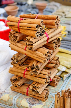 HMS491492 Indian Ocean, Mayotte Island (French overseas department), Mamoudzou, large central market at the port, stacking sticks of cinnamon, used in pastry, this bark has highly perfumed smell with a sweet an...