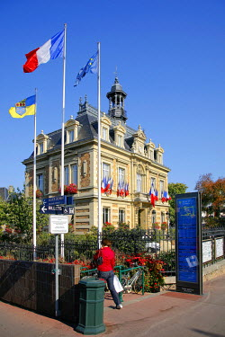 HMS528482 France, Yvelines, Maisons Laffitte, Town hall