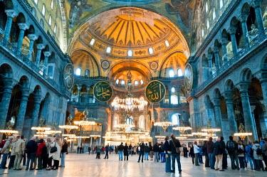 AR4641100007 Istanbul, Marmara Region, Turkey. Tourists Inside The Aya Sofya Mednani, Istanbul, Turkey
