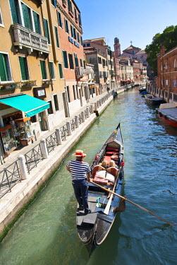AR4661100001 Venice, Italy. Gondolier In Venice, Italy.