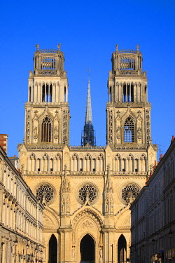 HMS550581 France, Loiret, Orleans, Ste Croix cathedral and facades of Rue Jeanne d'Arc (Jeanne d'Arc street)