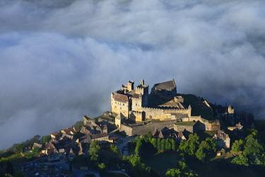 HMS729418 France, Dordogne, Perigord Noir, Beynac et Cazenac, labelled Les Plus Beaux Villages de France (The Most Beautiful Villages of France), the castle on a rocky spur above the valley of the Dordogne (aer...