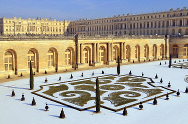 HMS798766 France, Yvelines, Versailles, Versailles palace listed as World Heritage by UNESCO, the orangery and its parterre covered by snow