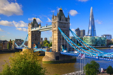 UK10625 UK, England, London, River Thames, Tower Bridge and The Shard, by architect Renzo Piano