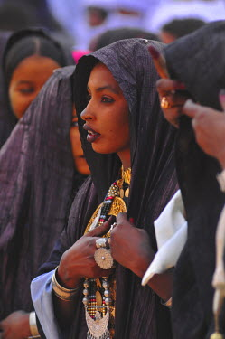 HMS0433859 Algeria, South Region of Tassili, oasis town of Djanet, famous yearly Touareg Sebeida festival, here women assisting to the demonstrations by the two teams and supporting men until they get into tranc...
