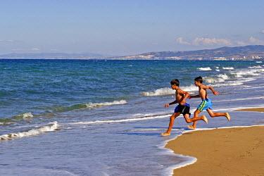 HMS0160779 Algeria, Algiers, Reghaia plage (eastern suburb of Algiers), children swmimming