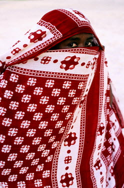 HMS0129755 Comoros Republic, Grande Comore island, woman veiled with a chiromani