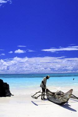 HMS0107233 Comoros Republic, Grande Comore island, a galawa pirogue
