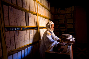HMS0208398 Mauritania, Adrar, Chinguetti, listed as World Heritage by UNESCO, Ahmed Mahmoud library