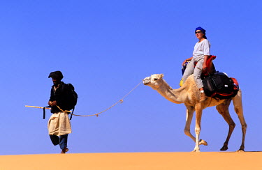 HMS0078894 Mauritania, Adrar Region, hike in the Mauritanian desert