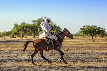 CHA0015 Chad, Kanem, Bahr el Ghazal, Sahel. A Kanembu horseman gallops home.