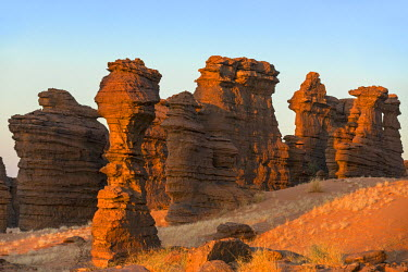 CHA0109 Chad, Abaike, Ennedi, Sahara. Red Palaeozoic sandstone sculptured by nature into spectacular landforms over thousands of years.