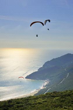 POR7037AW Paraglider in the Arrabida mountains. Setubal, Portugal