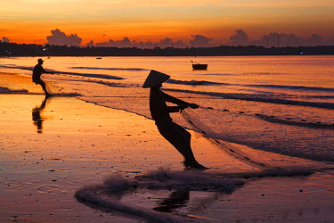 TPX35529 Vietnam, Mui Ne, Mui Ne Beach, Net Fisherwoman at Dawn