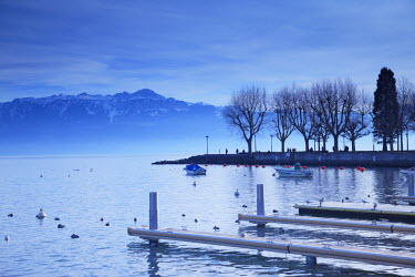 SWI6971AW Piers on shore of Lake Leman, Ouchy, Lausanne, Vaud, Switzerland