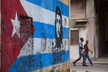 CB01347 Cuban flag mural, Havana, Cuba