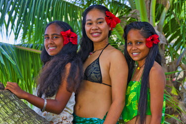 OC16KSU0040 Girl in traditional dress with palm tree, Palau, Micronesia, Pacific Ocean