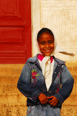 AF56AAS0008 Eritrea, Asmara, portrait of a cheerful African girl smiling