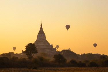 TPX36583 Myanmar (Burma), Bagan, Shwesandaw Pagoda and Hot Air Balloons at Sunrise
