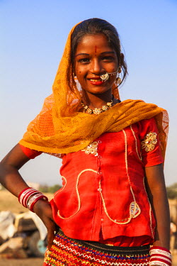 IN05380 India, Rajasthan. Pushkar, Girl at the Pushkar Camel Fair