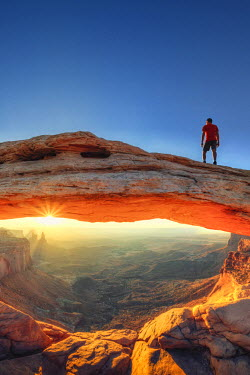 US04488 USA, Utah, Canyonlands National Park, Island in the Sky district, Mesa Arch (MR)