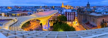 ES05949 Spain, Andalucia, Seville Province, Seville, Plaza de la Encarnacion, Metropol Parasol by architect Jurgen Mayer-Hermann